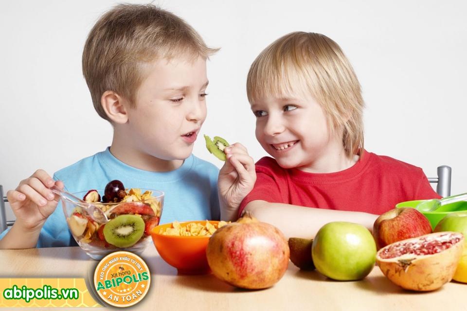 Nhận biết và chăm sóc trẻ bị viêm đường hô hấp trên