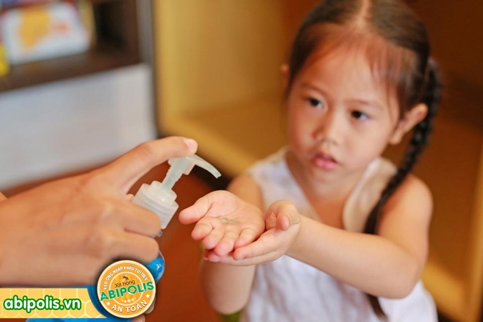 Phòng ngừa viêm hô hấp ở trẻ khi trời trở lạnh