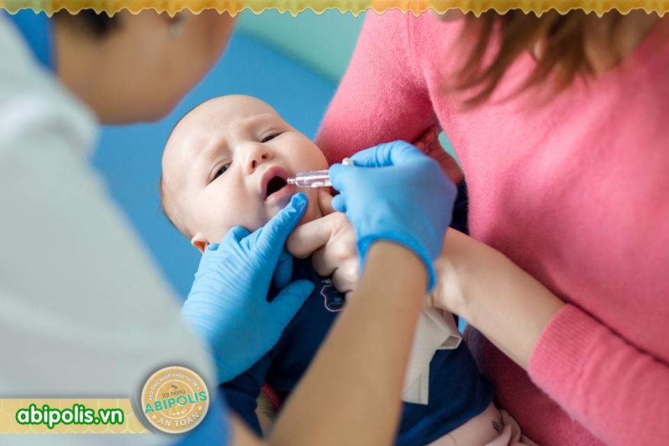 Dùng thuốc trị ho cho trẻ và những lưu ý khi sử dụng