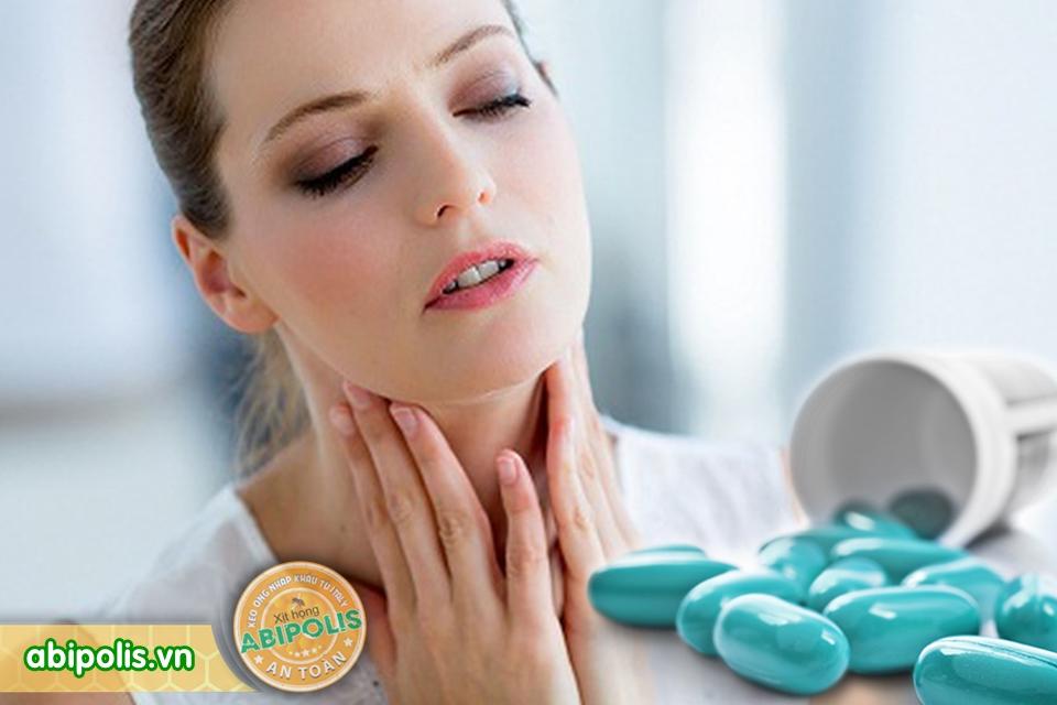 Mới viêm họng đã dùng kháng sinh, lợi ích mà hại nhiều