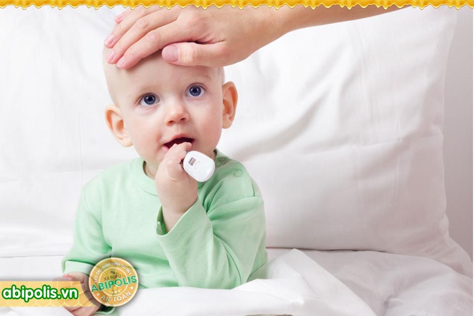 Hướng dẫn xử lý khi bé bị viêm họng, cha mẹ cần nắm vững