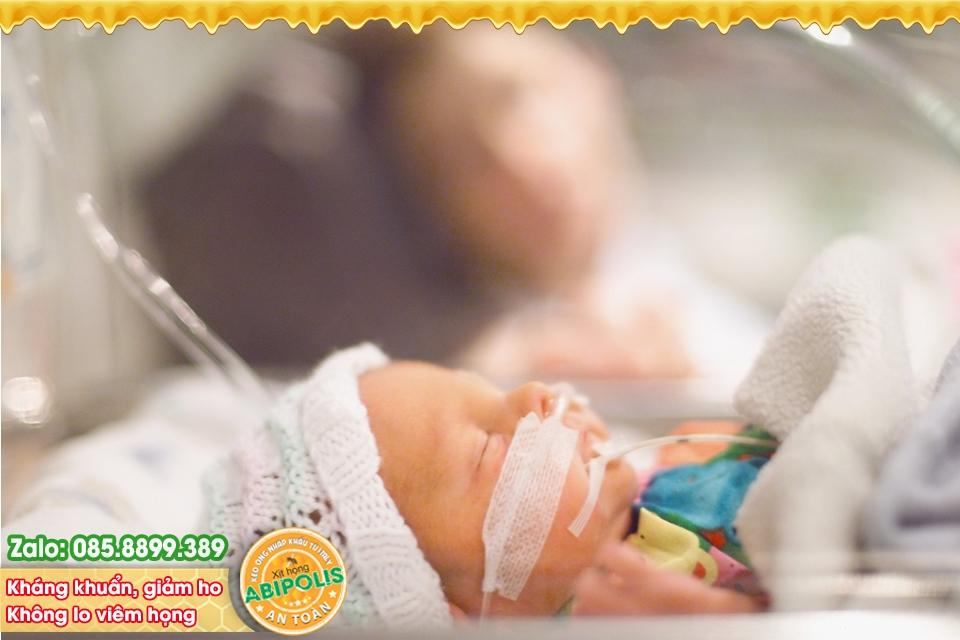 Nhận biết và phòng viêm phổi ở trẻ sơ sinh trong mùa lạnh