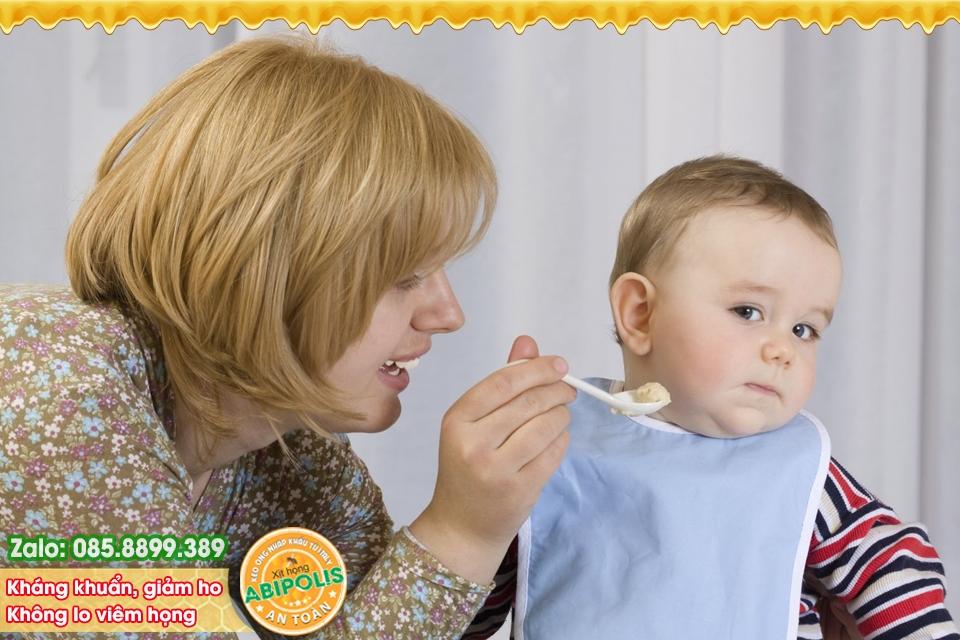 Mùa đông, thận trọng viêm đường hô hấp ở trẻ và cách phòng tránh