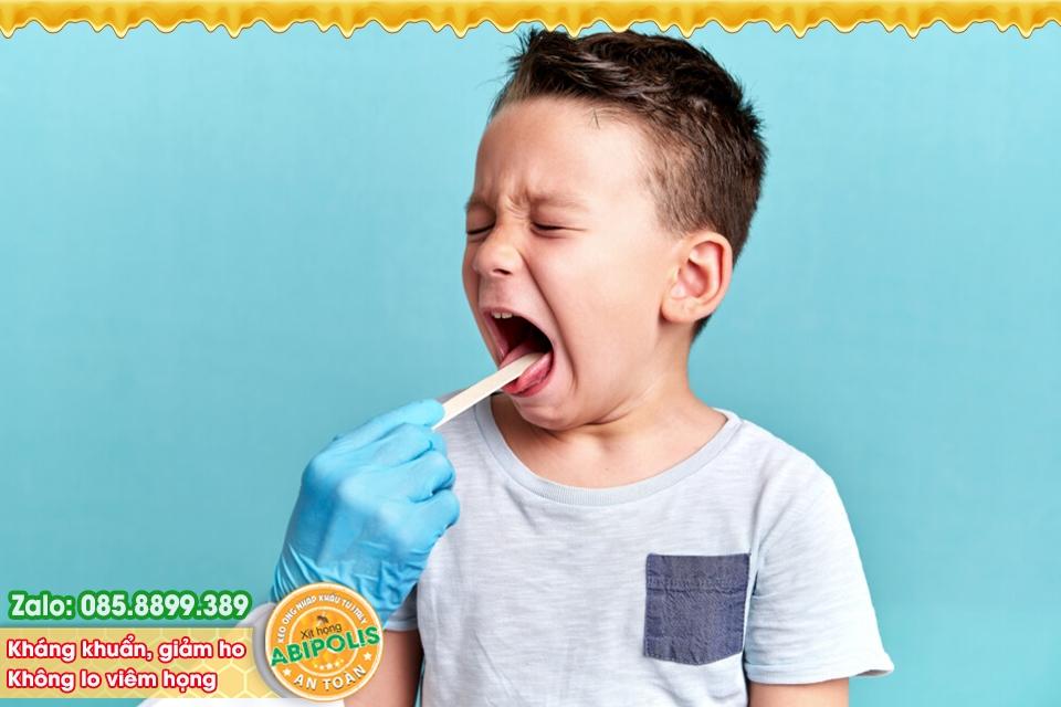Trẻ bị viêm họng, nhận biết dấu hiệu và tìm kiếm nguyên nhân