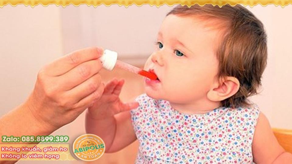 Cảnh báo thuốc ho chứa codein nguy hiểm cho trẻ dưới 12 tháng tuổi.
